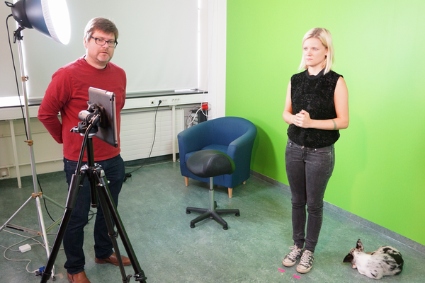 Sigga Vala and Trausti in the studio. The green screen allows you to replace the background.